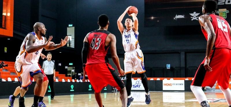 """Hanoi Buffaloes đã có chiến thắng đầu tiên trên đấu trường quốc tế tại Thailand Basketball Super League khi đánh bại """"Những chú chim ăn thịt"""" Dunkin Raptors với tỷ số sát nút 71-70."""