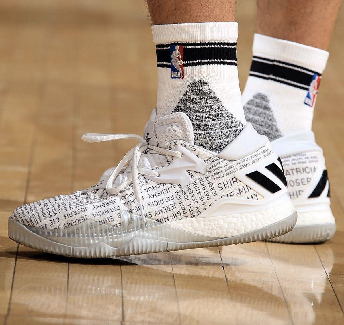Jeremy Lin thể hiện tình yêu gia đình lên chính đôi giày của mình, adidas quả tâm lý