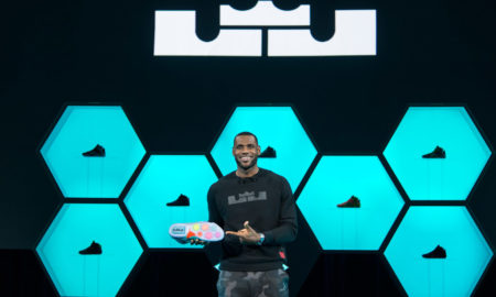 Lebron, người sở hữu tới 14 mẫu giày 'thửa riêng' của Nike.
