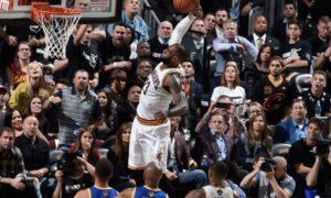 Cleveland thắng game 4 NBA Finals 2017