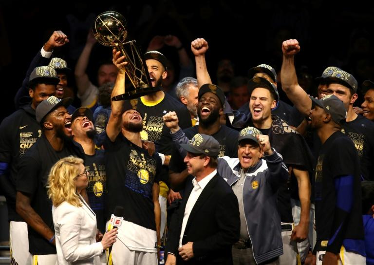 Sau khi vô địch NBA 2018, Golden State Warriors đã ăn mừng ra sao?