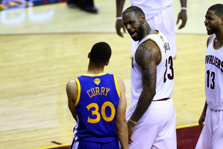 Trọng tài bỏ qua lỗi của Stephen Curry với LeBron James trong Game 2
