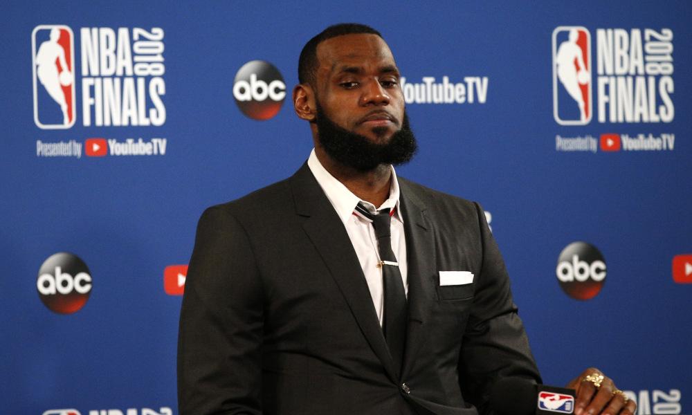Lần thứ 2 tại NBA Finals 2018, thành viên Cleveland bỏ ngang buổi nói chuyện phỏng vấn do quá ức chế