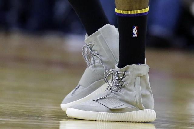 TOP 5 đôi giày chả ăn nhằm gì với bóng rổ nhưng lại được vác lên sân thi đấu