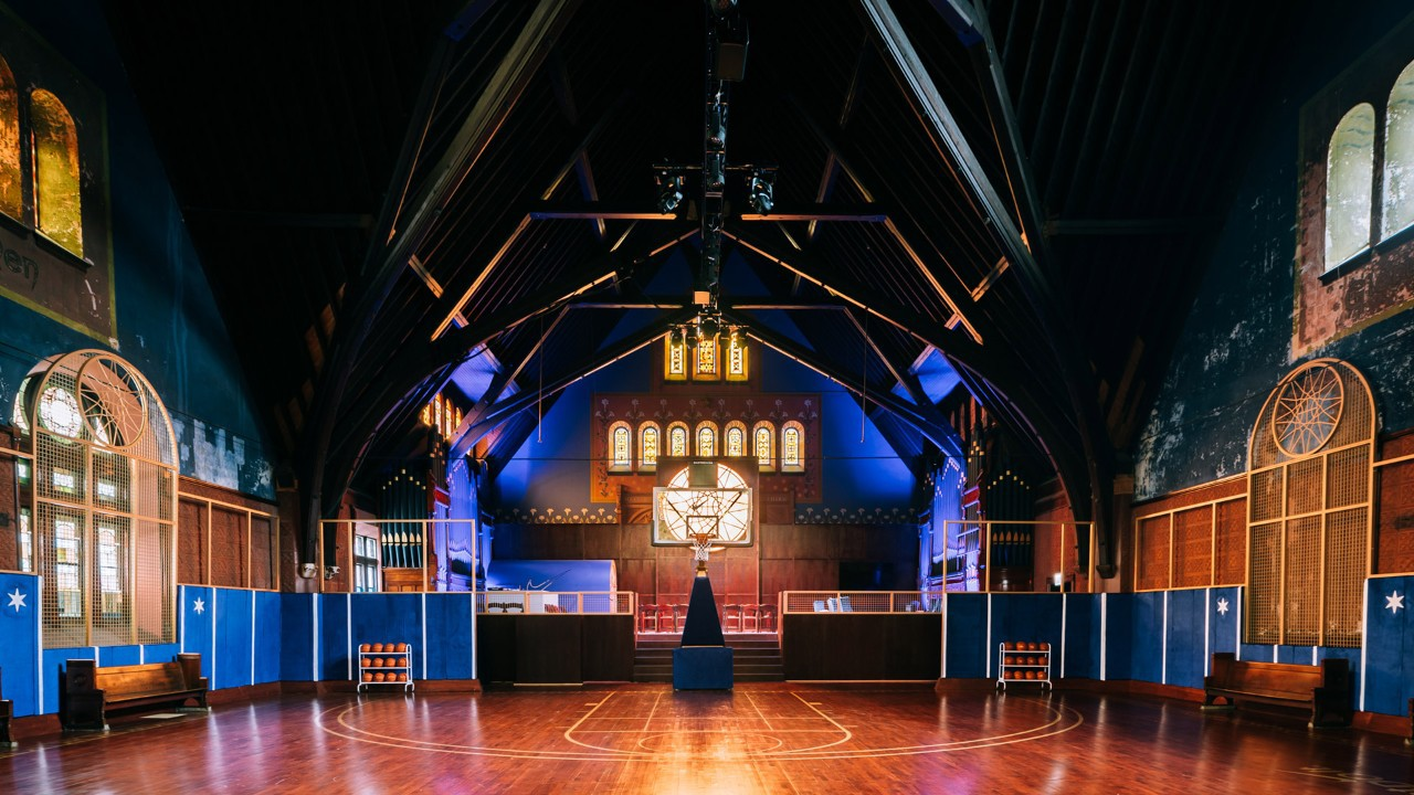 Thánh địa bóng rổ bên trong nhà thờ cổ: Đẹp như mơ