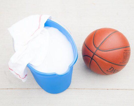 Vệ sinh bóng rổ đúng cách