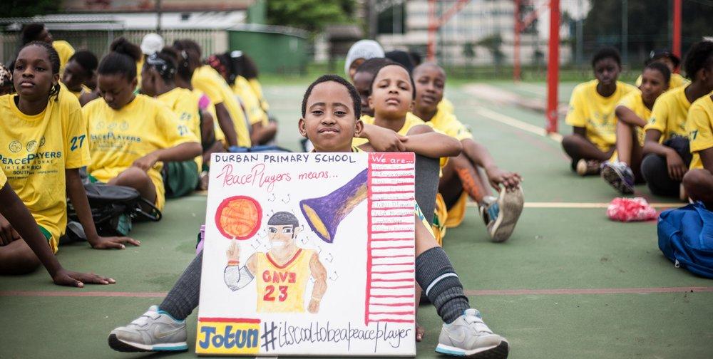 Ở Châu Phi, bóng rổ chính là công cụ tuyệt vời nhất để gắn kết mọi người