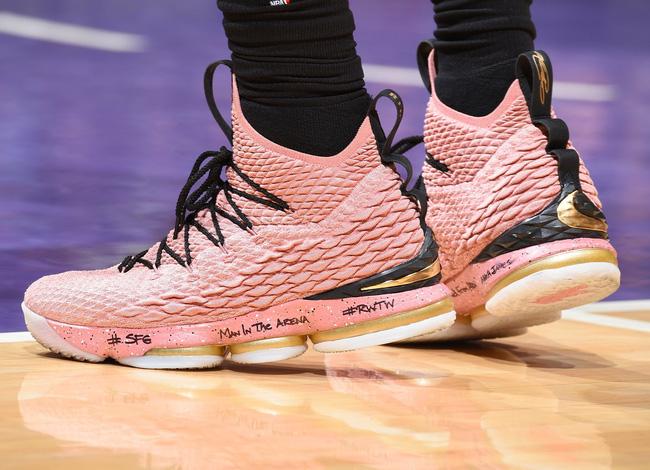 Cầu thủ tự tin khoe cá tính khi NBA gỡ bỏ giới hạn về màu giày