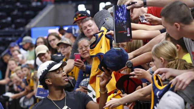 Thật bất ngờ với những hành động đầy nghĩa hiệp của sao NBA