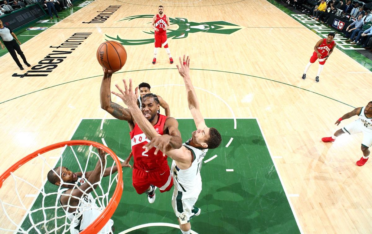 NBA Playoffs 2019: Kawhi cùng đồng bọn xuất sắc vượt lên 3-2, chạm một tay vào Finals