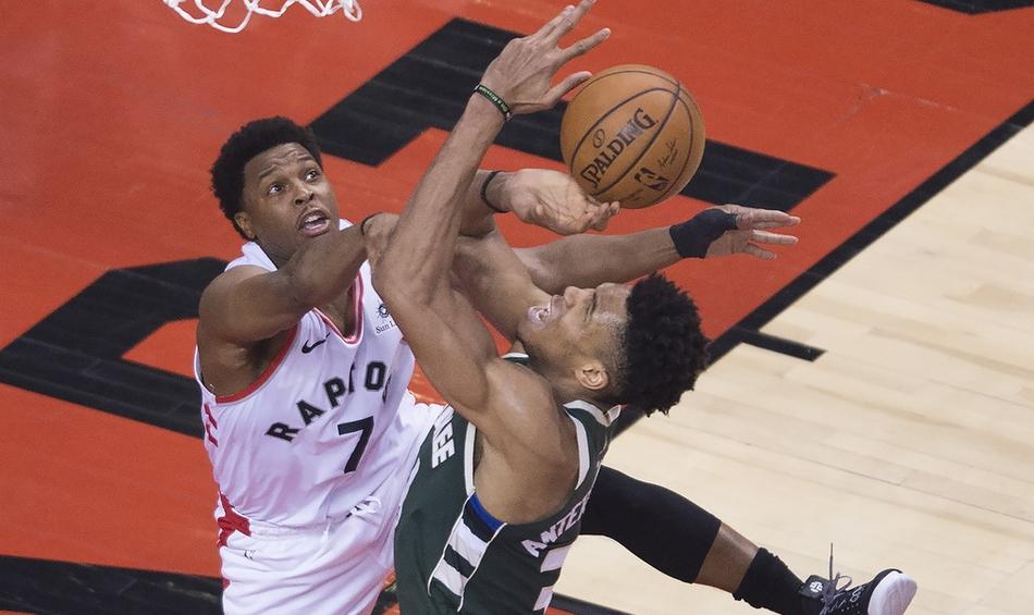 Kyle Lowry bật chế độ siêu sao, gánh Toronto Raptors hủy diệt Milwaukee Bucks