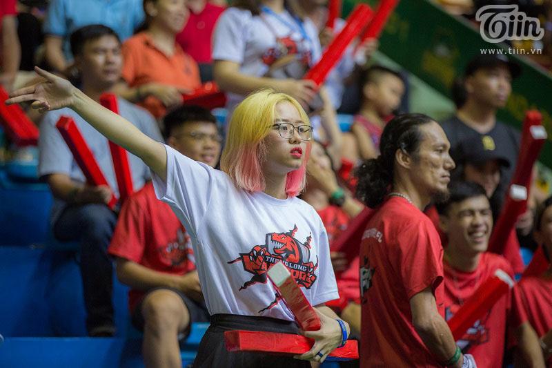 Fangirl từng dành tiền ăn hàng tháng trời để đến tận sân cổ vũ Thang Long Warriors