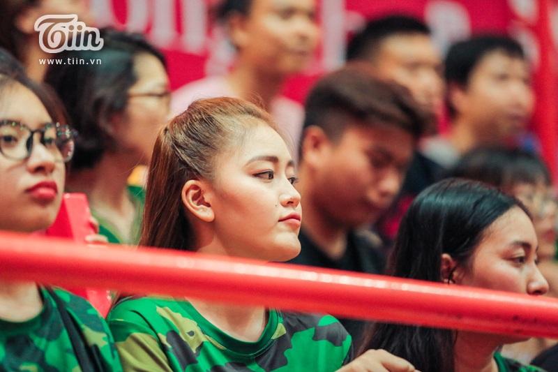 Á hậu Thanh Ngân: Bỏ chạy show để theo cổ vũ Cantho Catfish trong mọi trận đấu