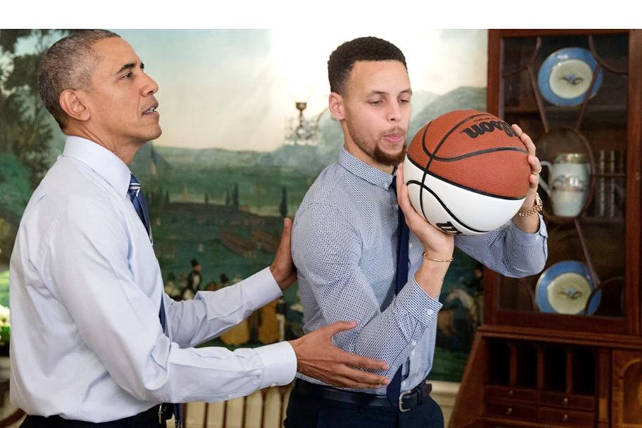 Chiếc áo đấu năm xưa của Barack Obama đang được đấu giá lên đến 1,5 tỷ đồng
