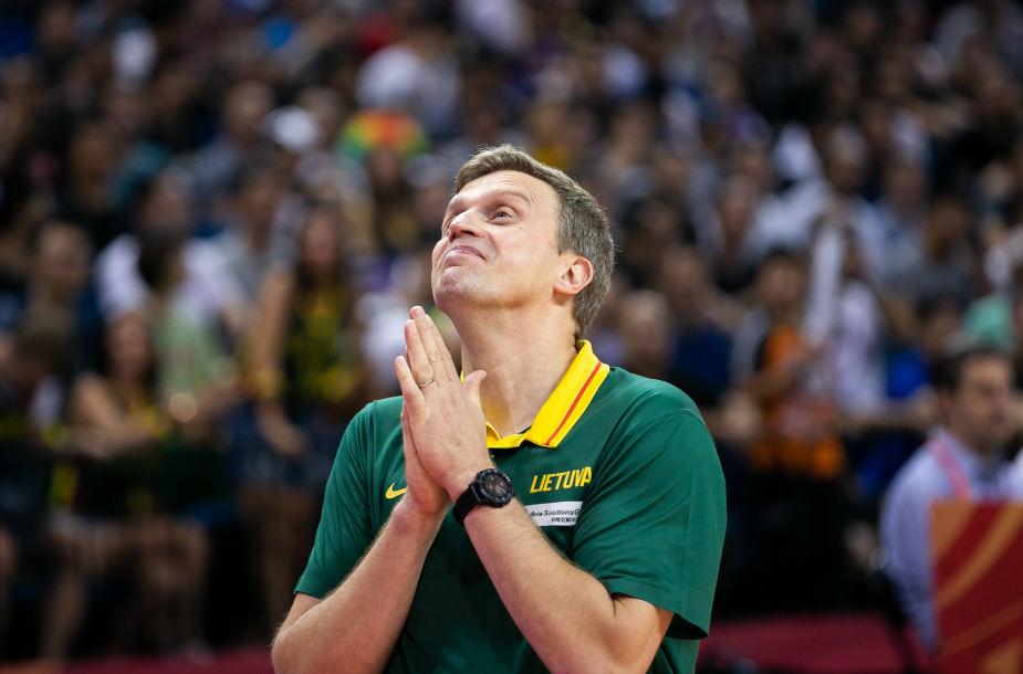"""Bị loại vì trọng tài bỏ qua lỗi """"basket interference"""", HLV Lithuania phẫn nộ cùng cực"""