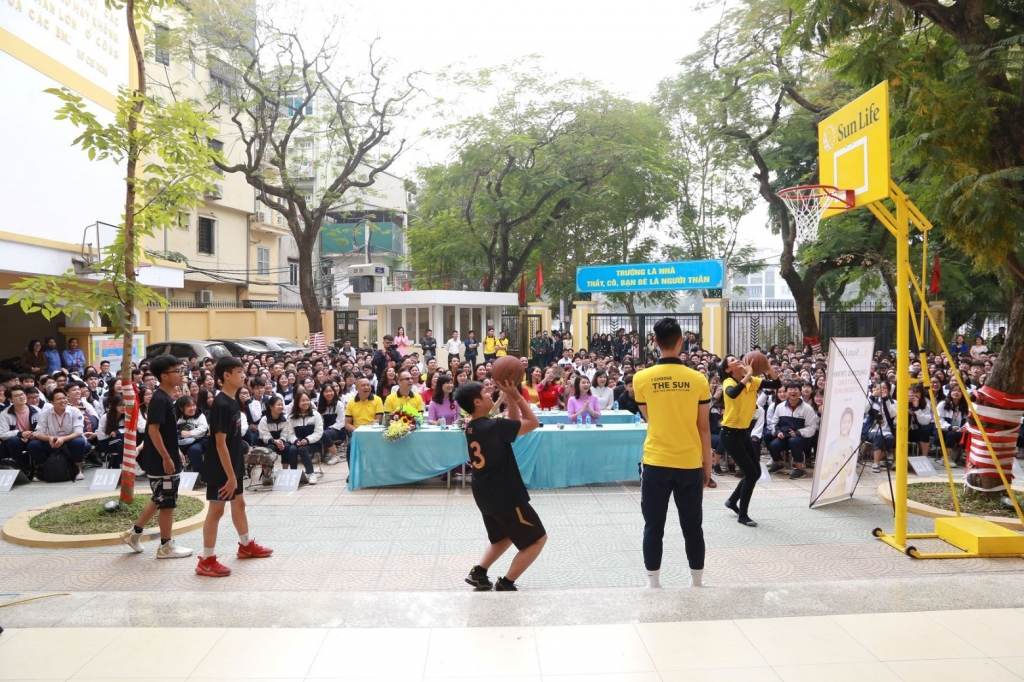 Sun Life tài trợ phát triển môn bóng rổ cho 81 trường học trên cả nước